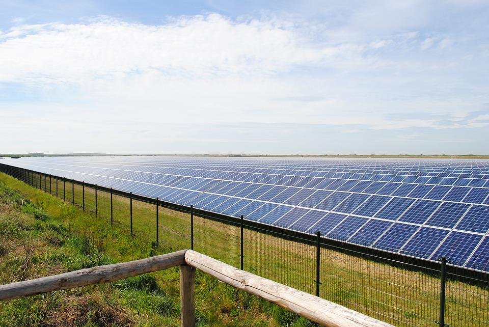 solar-panels-2423614_960_720